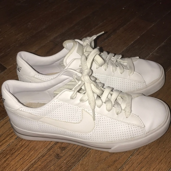 c70bc1514fd323 Nike Women Sweet Classic Leather Sneaker White 9.5.  M 5b9c4e74c9bf50c96076d3fb